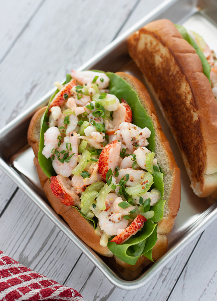 Guédille au homard et aux crevettes (Lobster roll)