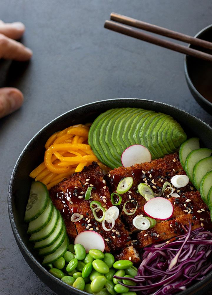 Poké bowl au poulet tonkatsu